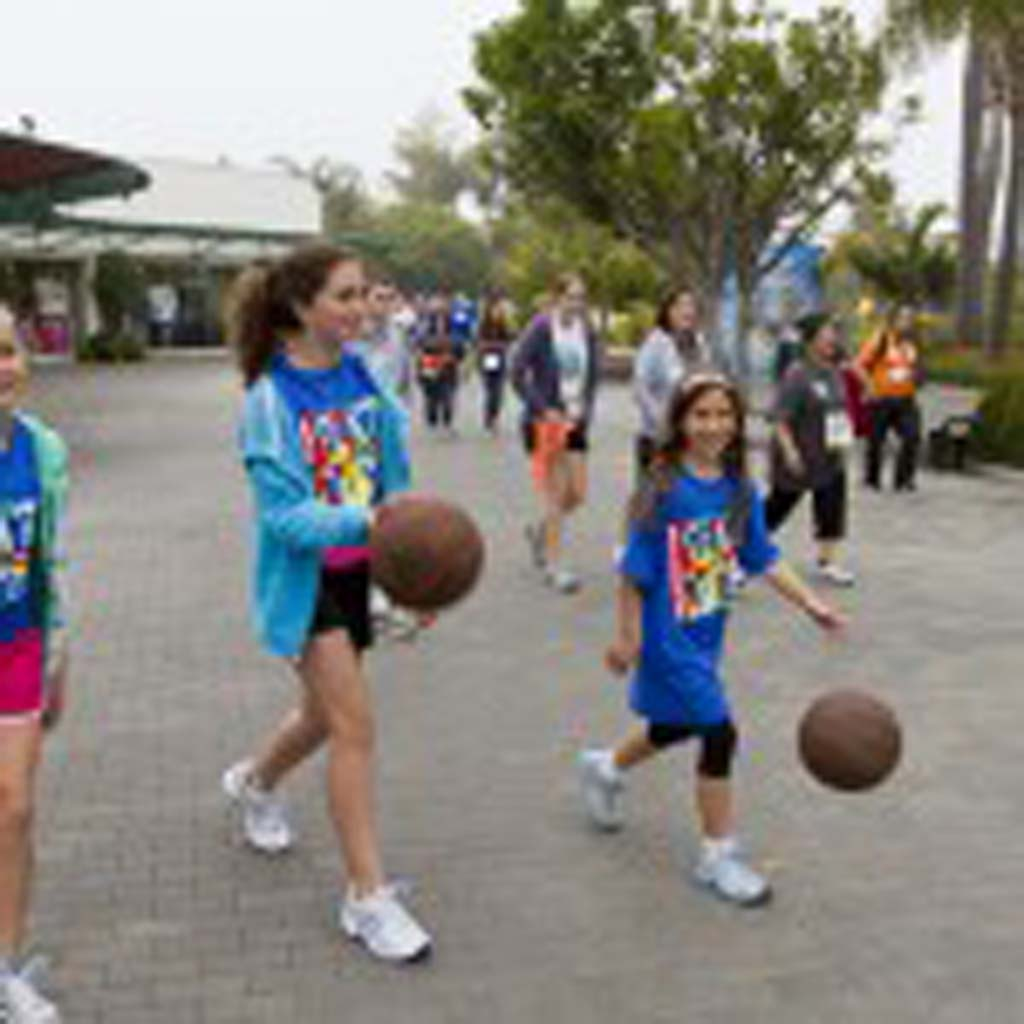 Rancho Santa Fe residents Laine Koman, Alyssa Helfand, and Sydney Helfand practice their basketball skills while walking for the Dick Gordon Team, which raised over $57,000 for MS. Photo by Daniel Knighton