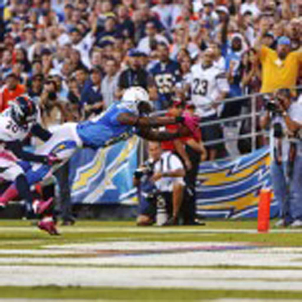 Antonio Gates stretches over the goal line for one of his two touchdowns. Photo by Bill Reilly