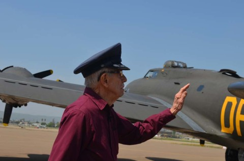 World War II veteran gets flight in B-17