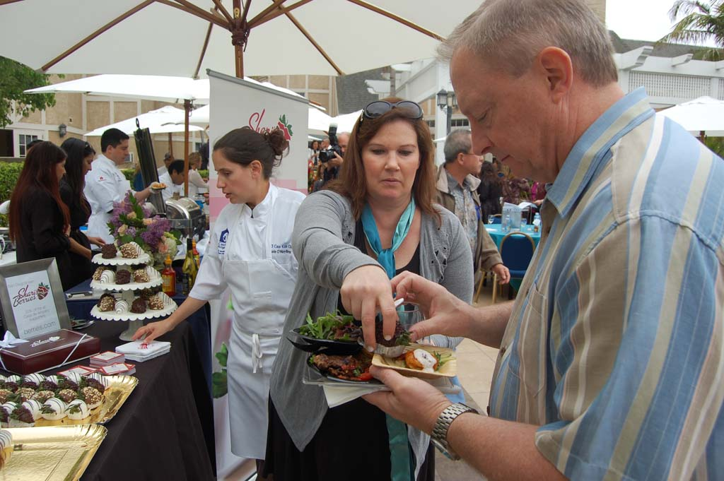 Hundreds gather for gastronomic giving