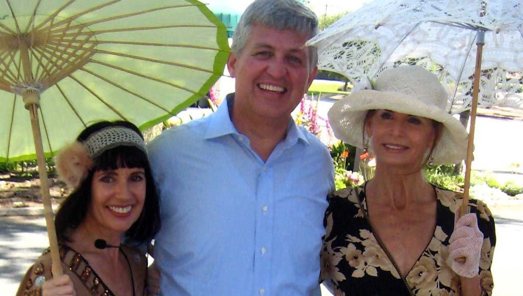 Author hosts celebrity walking tours in Rancho Santa Fe