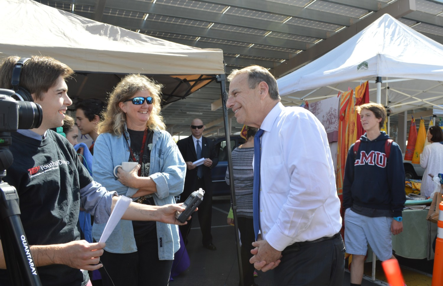 Mayor Filner inaugurates new farmers market at Canyon Crest Academy