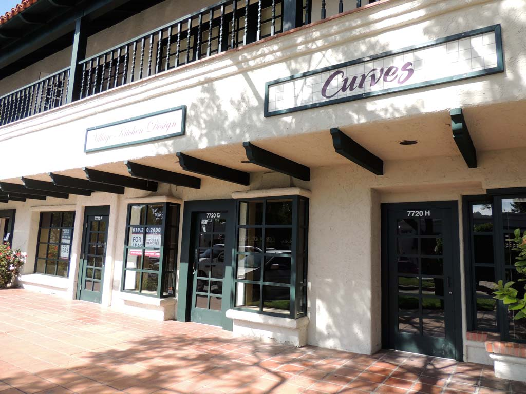 The La Costa Towne Center retail and office space has had difficulty attracting and retaining tenants, particularly after the center's anchor store, Vons, left the space. Photo by Rachel Stine