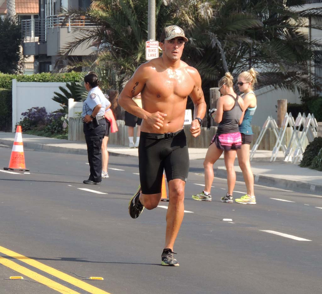 Just minutes away from finishing the Triathlon, Thomas Lopez, a 28-year-old Carlsbad resident, dashes past spectators on Carlsbad Boulevard near Juniper Avenue. Photo by Rachel Stine