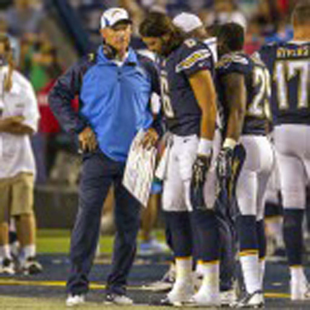 Chargers offensive coordinator Ken Whisenhunt breaks down a play with backup quarterback Charlie Whitehurst (6) after throwing his second interception. Photo by Bill Reilly