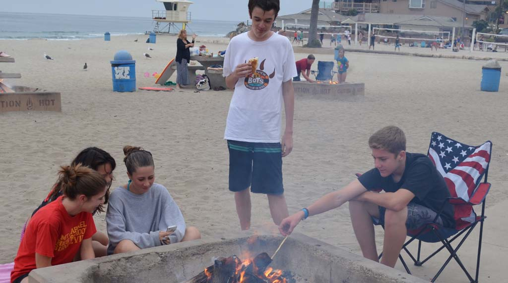 Council to vote on fire pit reservations at Moonlight Beach
