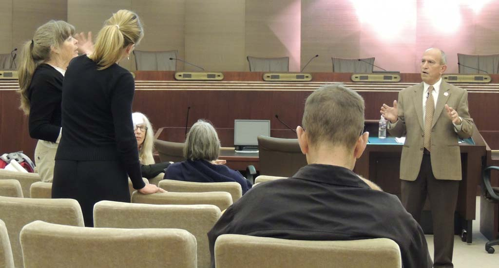 Mayor stresses Escondido's finances at public hearing