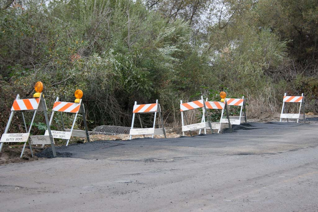 Sinkhole temporarily closes North River Road