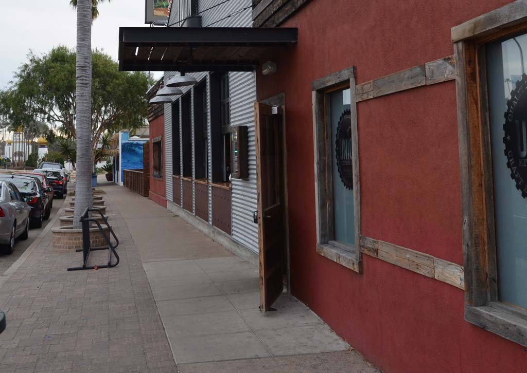 Residents review tougher standards for Encinitas bars