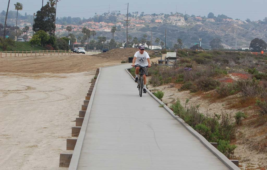 Solana Beach council members are sending a letter of opposition to the California Coastal Commission in response to that agency's staff recommendation to remove the boardwalk trail on the south side of the Del Mar Fairgrounds south overflow parking lot. Photo by Bianca Kaplanek