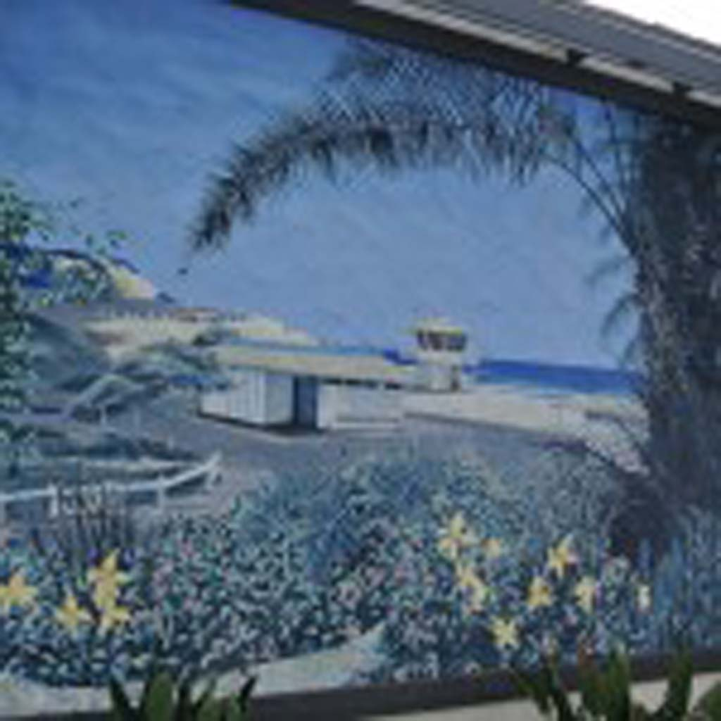 Mural of Moonlight Beach by Micaiah Hardison, 2000. Mural is located on the east wall of the Encinitas 7-11. Photo by Yeshe Salz