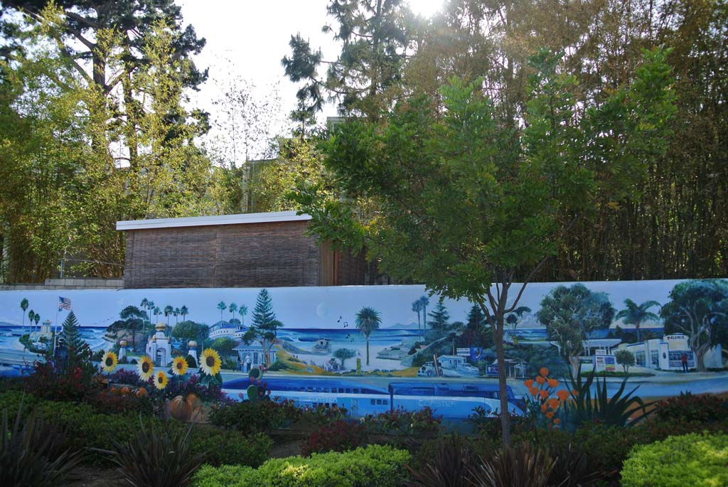 This mural by Kevin Anderson is located at the very end of Leucadia on a wall next to 7-11. It marks the end of the Encinitas mural tour. Photo by Yeshe Salz
