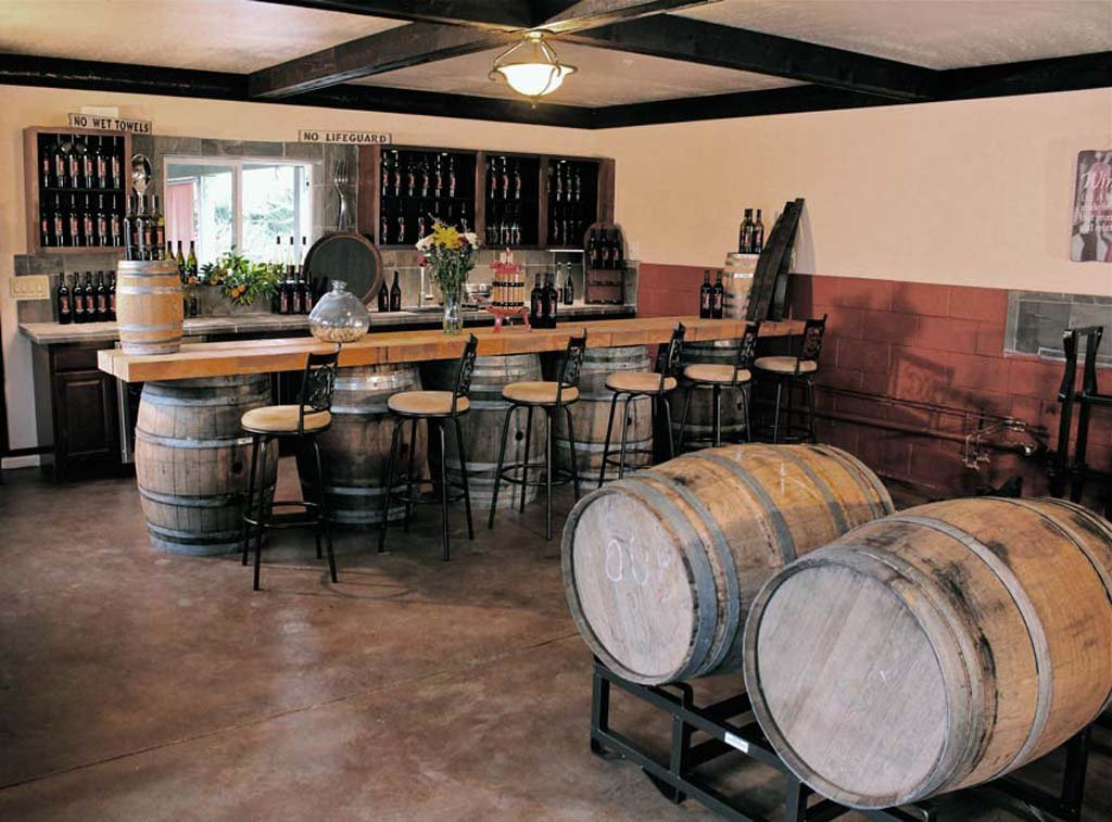 The newest winery in Fallbrook, just off Interstate 15, is Estate D' Iacobelli, with its traditional tasting room, shown above.