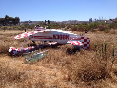 Small plane crashes in Oceanside, no injuries