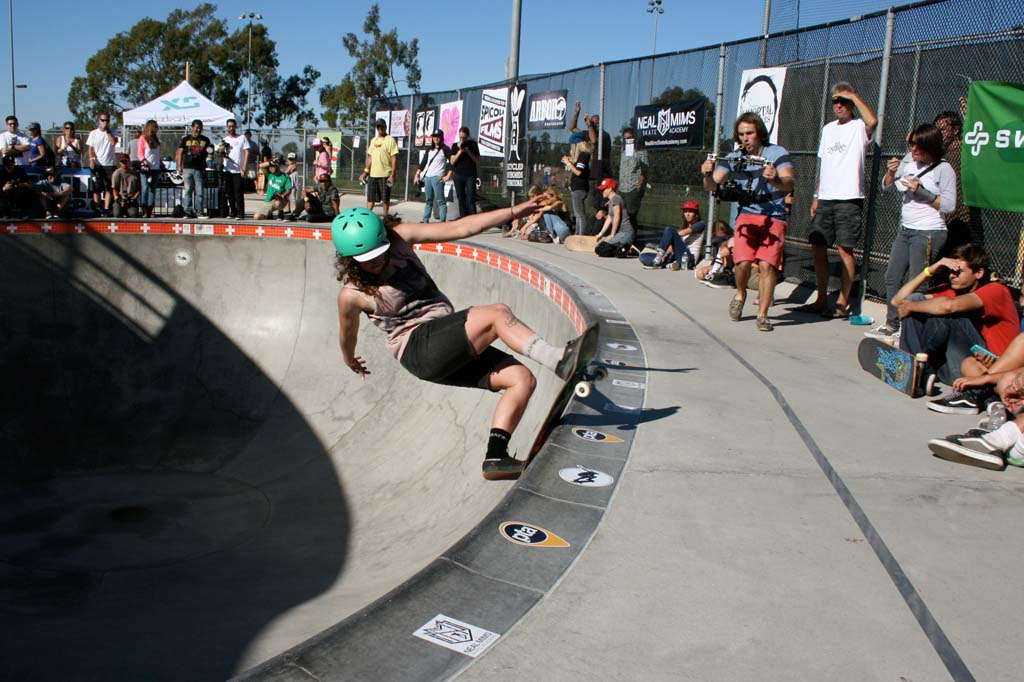 Top female skateboarders compete