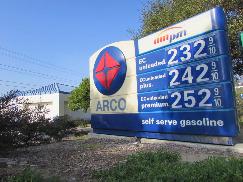 Gas prices continue to drop in region