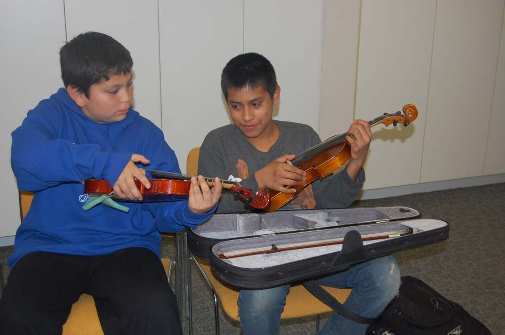 Youth Symphony brings music classes to Casa de Amistad