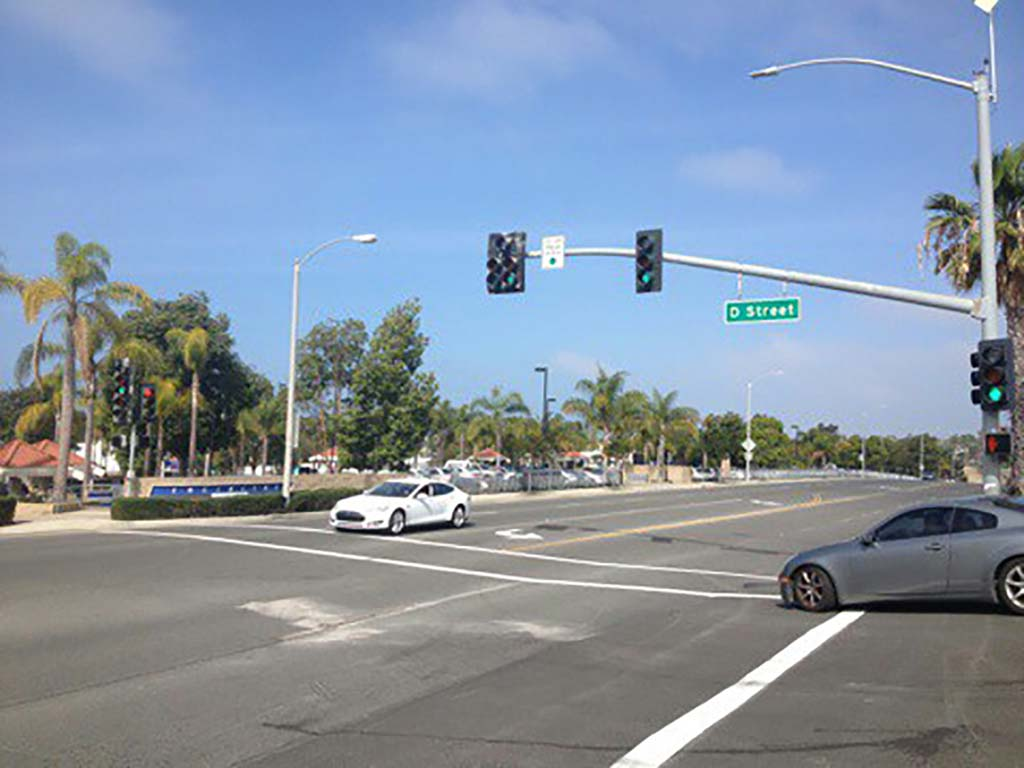 The city's Traffic and Public Safety Commission is recommending approval of a one-year test run of new traffic signal at the intersection of D Street and Vulcan Avenue. Photo by Aaron Burgin