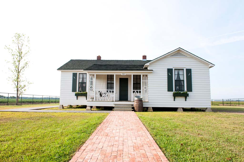 "ohnny Cash's father, Ray, brought his family to Dyess, Ark., in 1935 when President Roosevelt's administration created Dyess Colony in Mississippi County, an experiment in American socialism. With no money down, the Cash family was given 20 acres of fertile bottomland and this five-room house, which was seen in the motion picture ""I Walk the Line."" The home is listed by Lonely Planet publishers as one of the best new destinations to open in 2015.  (Andrew Ferguson, Arkansas State University Communications)"