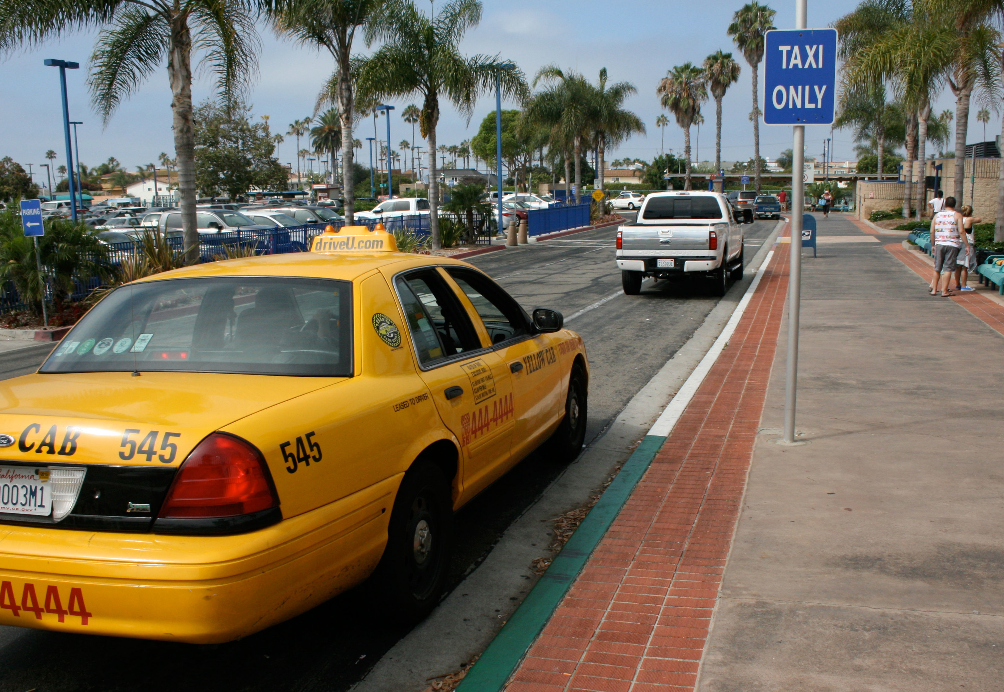 Cab driver calls out Uber drivers as 'unfair competition'