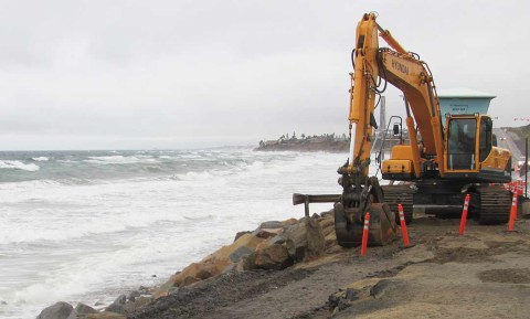 King tide, weather affecting Coast Highway 101