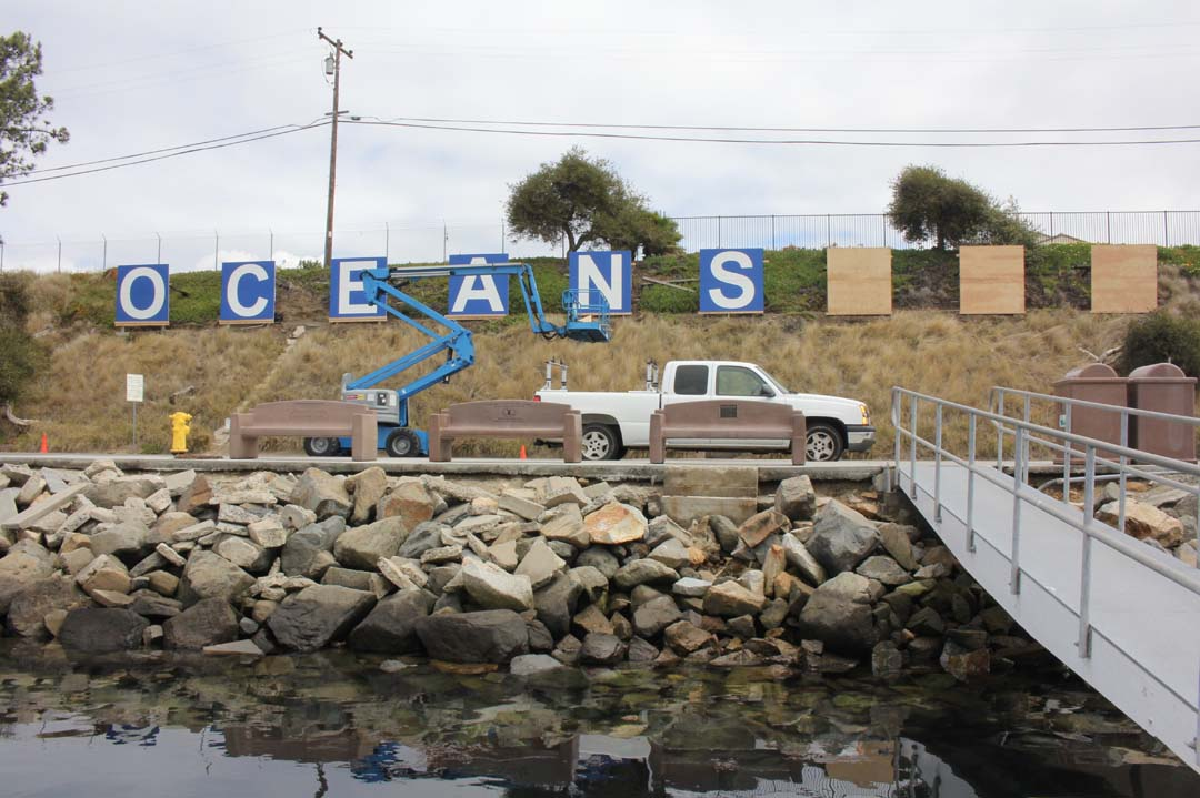 Harbor replaces iconic 'Oceanside' sign