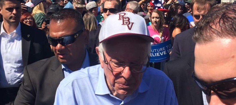 Sanders promises changes in front of thousands in Vista