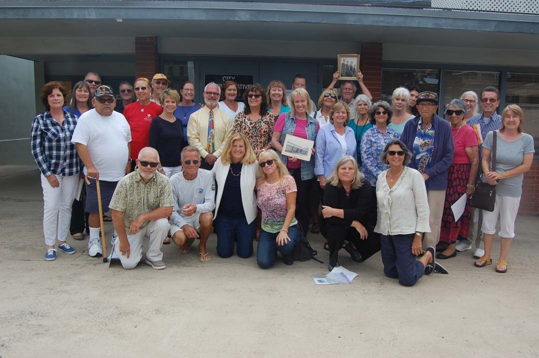 Alumni gather for last photo at Del Mar's first school