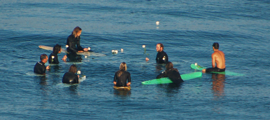 Surfers honor Carlsbad girl killed in New York boating accident