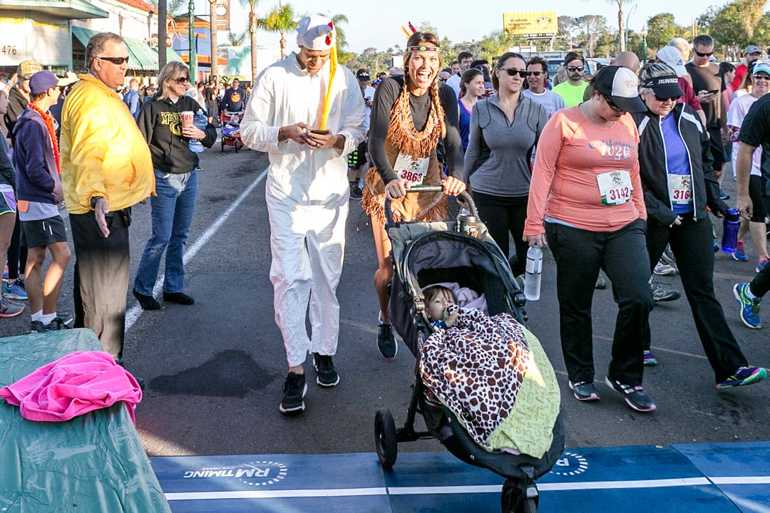 Encinitas Turkey Trot and Food Drive runners begin the 10k race. Photo by Bill Reilly
