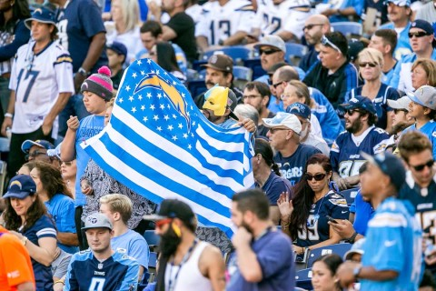 Chargers beat Titans