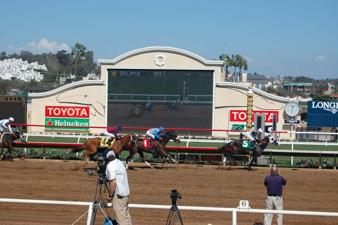 Del Mar's Bing Crosby season gets underway