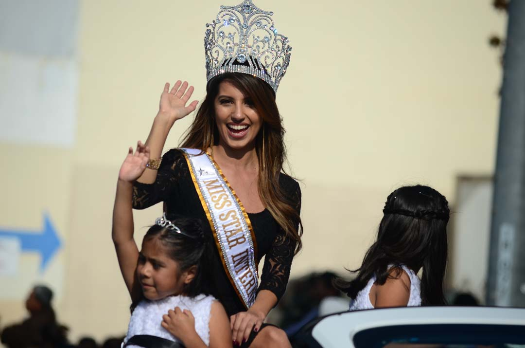 Miss Teen International Garin Harris waves to the crowds lining Broadway. Photo by Tony Cagala