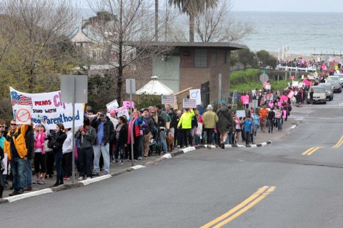 'Defend Planned Parenthood' rally draws thousands to Encinitas