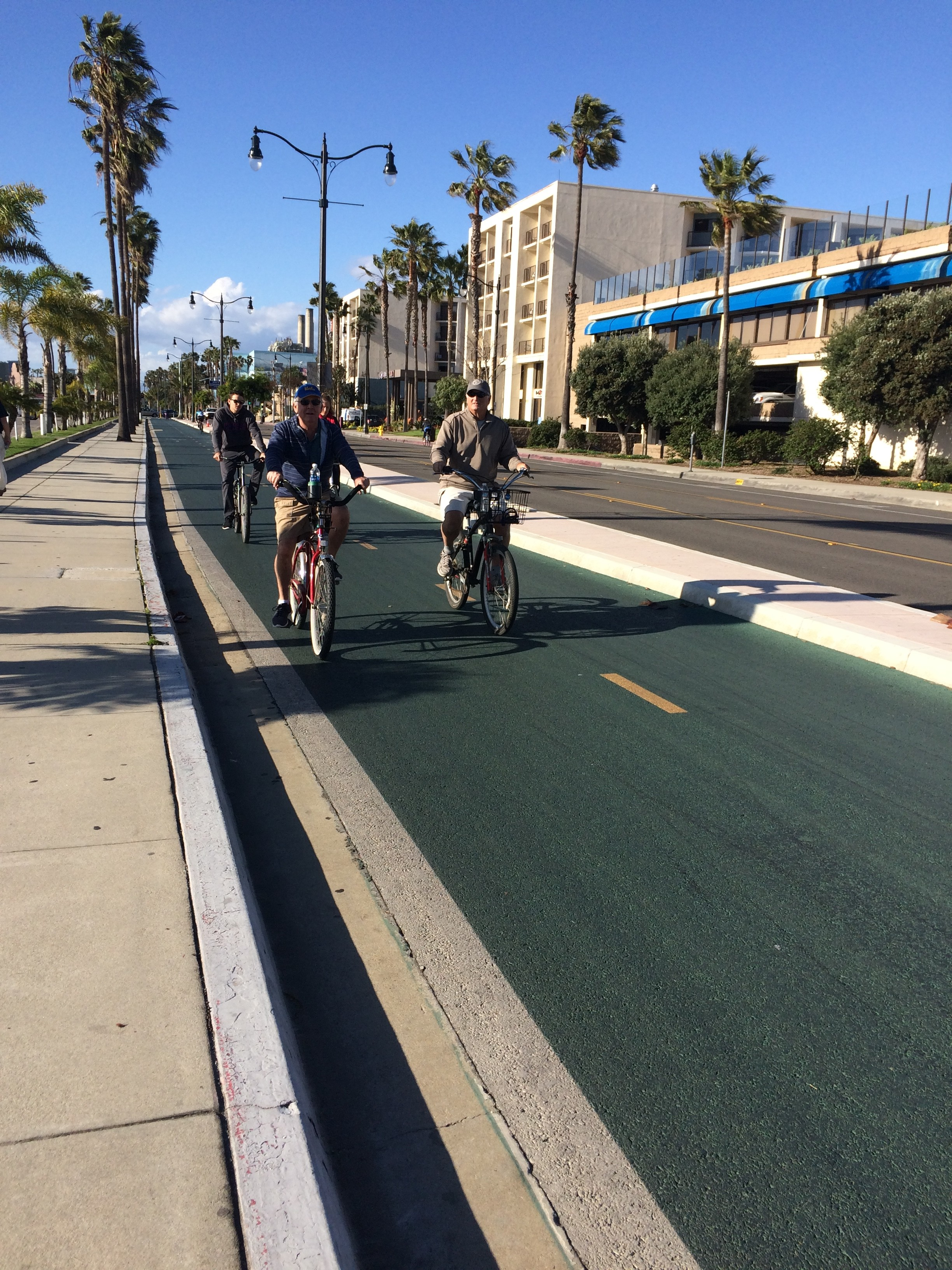 Redondo Beach loves bikers — and skaters — as evidenced by this bikeway, built with a barrier between regular traffic. The lanes even have their own traffic signals. (Photo by E'Louise Ondash)