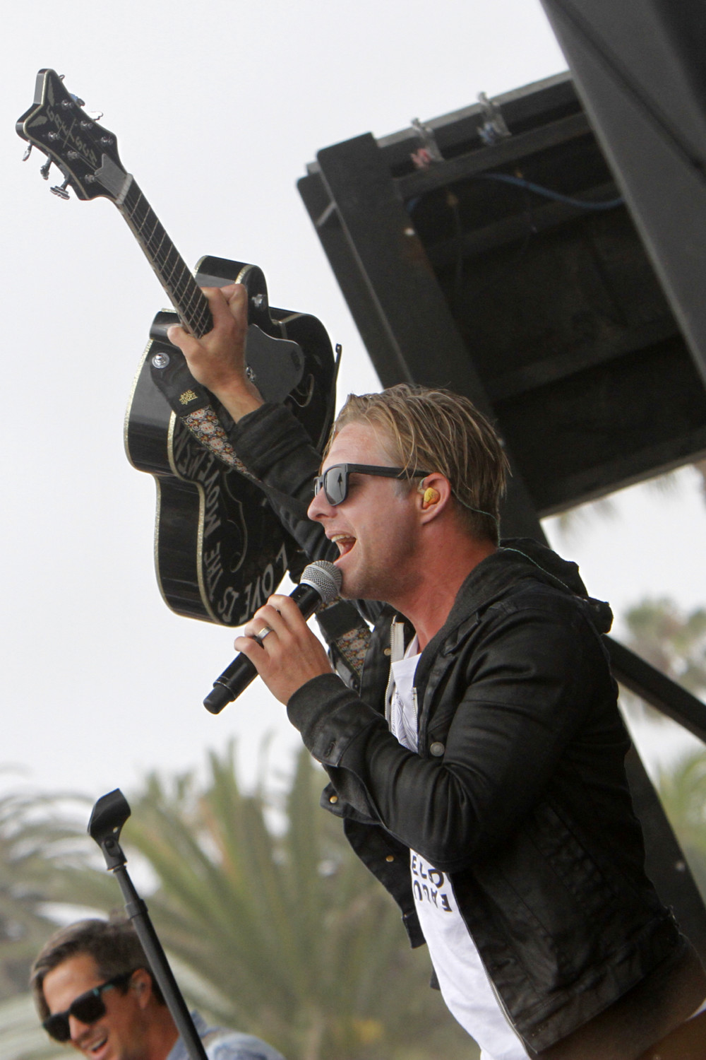 Switchfoot lead singer Jon Foreman fires up the Moonlight Beach crowd. Photo by Pat Cubel