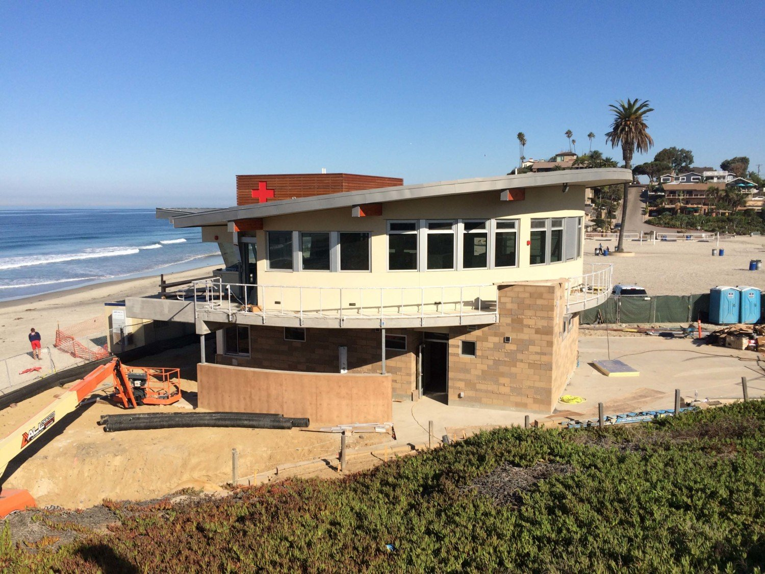 Moonlight Beach lifeguard tower slated for mid-fall completion