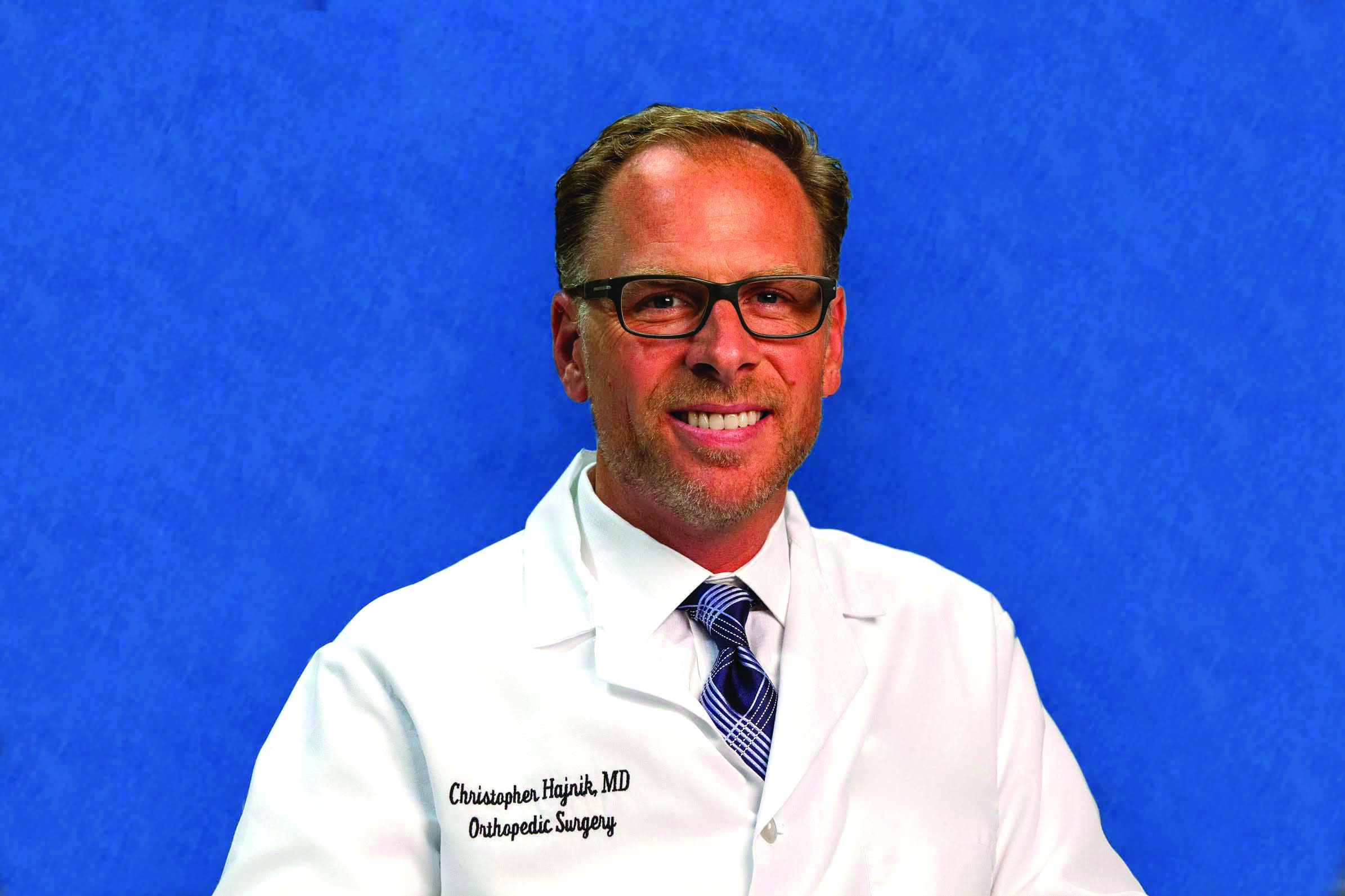 Fencing champ-turned-doctor leads free hip & knee pain