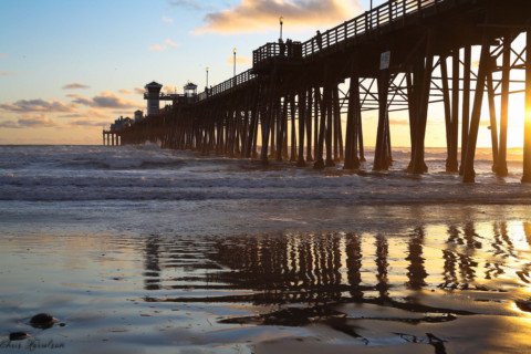 Man dies after jumping off Oceanside Pier