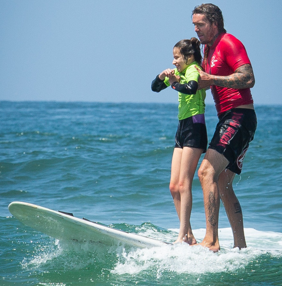 Blind surfers take to the sea thanks to nonprofit