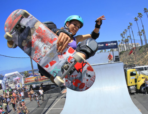 Pro skateboarder empowers other women while giving back to community